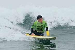 Martin P., UK Rifleman, rides a wave
